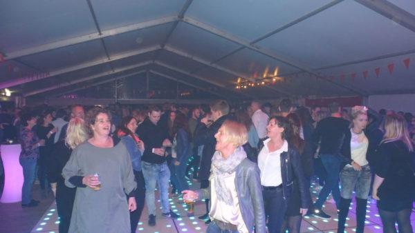 Foto's 90's themafeest