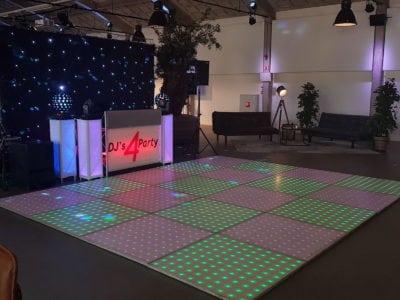 Drive in show met verlichte discovloer
