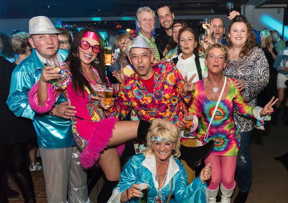 Foto groep feestgangers